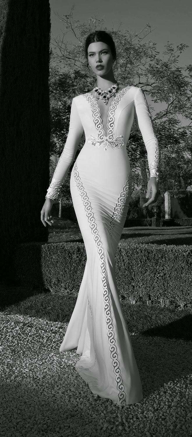 385b19c4aa8aa متعي نظرك سيدتي بمجموعة من أجمل فساتين الزفاف لعام 2015 تحتضن جسد المرأة  بالصورة المثالية لتبرز انوثتها