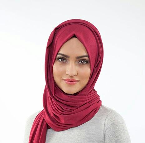 ألوان الحجاب المناسبة للبشرة السمراء