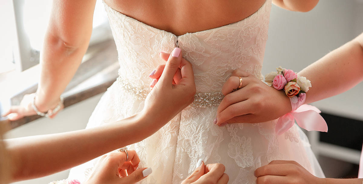 كيف تختارين حمّالة الصّدر المناسبة لشكل فستان زفافكِ؟