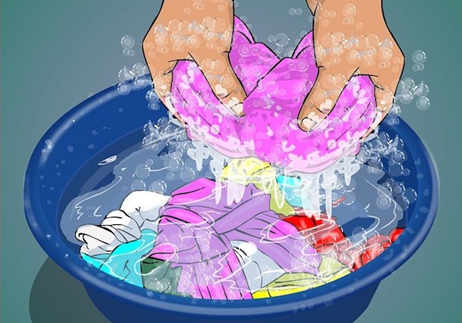 غسيل الملابس اليدوي.. نعومة وتوفير