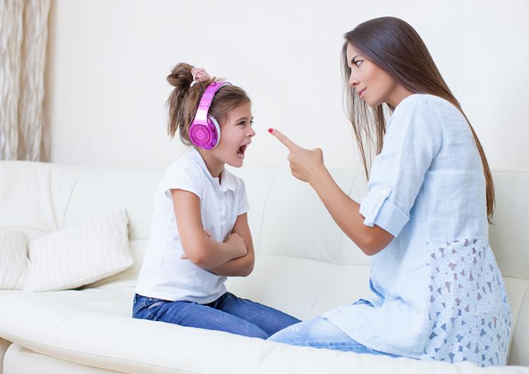 كوني أمّاً حازمة لكن لا تكوني قاسية… هذا ما عليك فعله