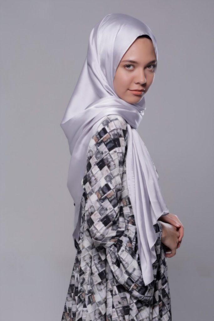 67b18607a01d7 عبايات وحجاب – سيدات راقيات