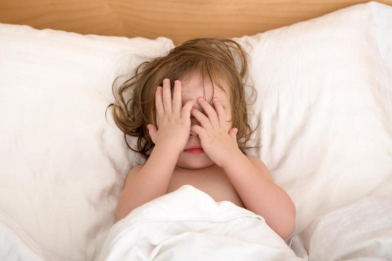 أخطاء ترتكبها الأم لتمنع الطفل من النوم! .