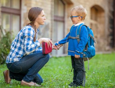 توصيات للأم قبل عودة طفلها للمدرسه