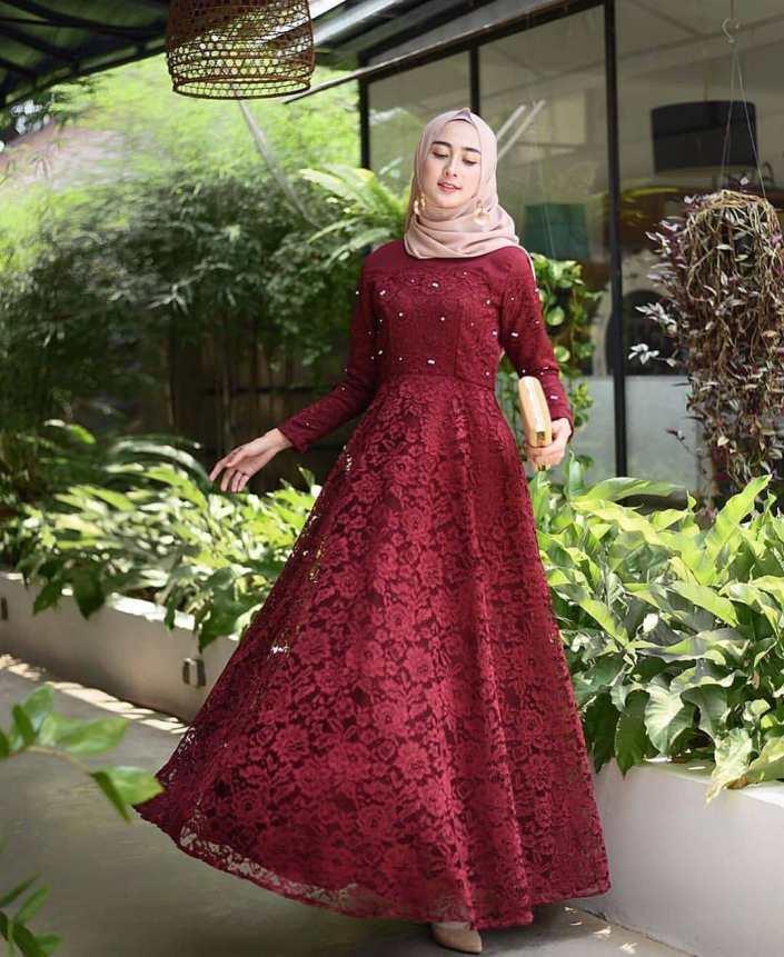 """نتيجة بحث الصور عن gaun pesta warna merah maroon"""""""