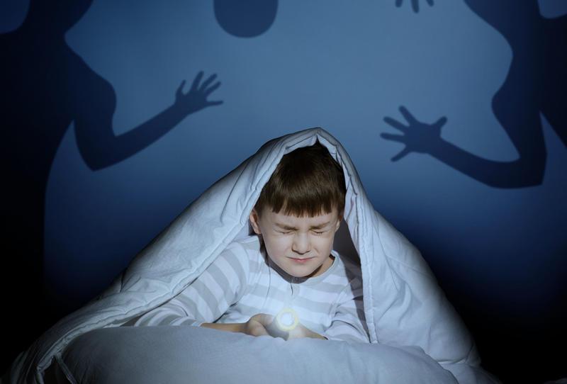 الخوف عند الاطفال هل هو حالة مرضية أم  طبيعيه وكيف تتعامل معها؟